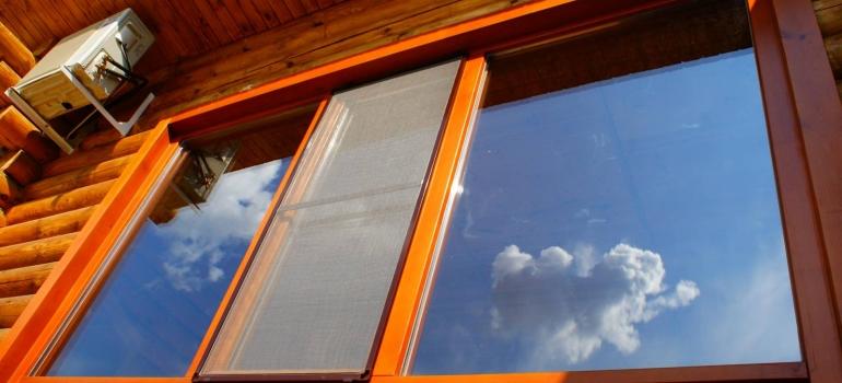 Окна из кедра: установка, монтаж